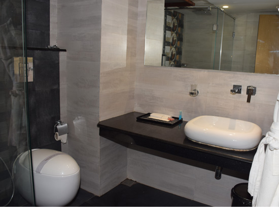 Hotel_bathroom